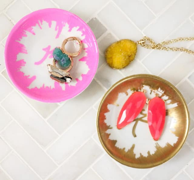 Sharpie Home Decor Ideas - Make these decorative monogram ring dishes with sharpie markets. These make wonderful gifts as well as decor for the home.