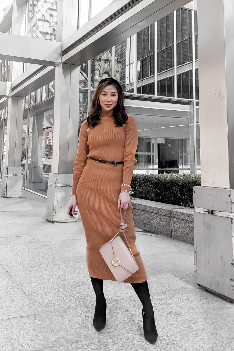 Chic outfit ideas: maxi sweater dress with pointed toe boots with pink clutch
