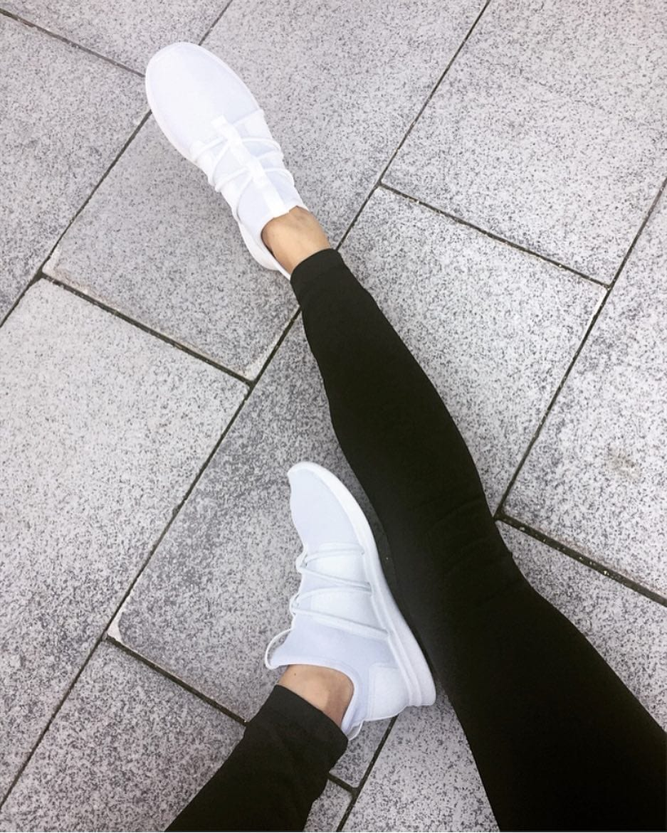 Athleisure outfit with black leggings and white sneakers