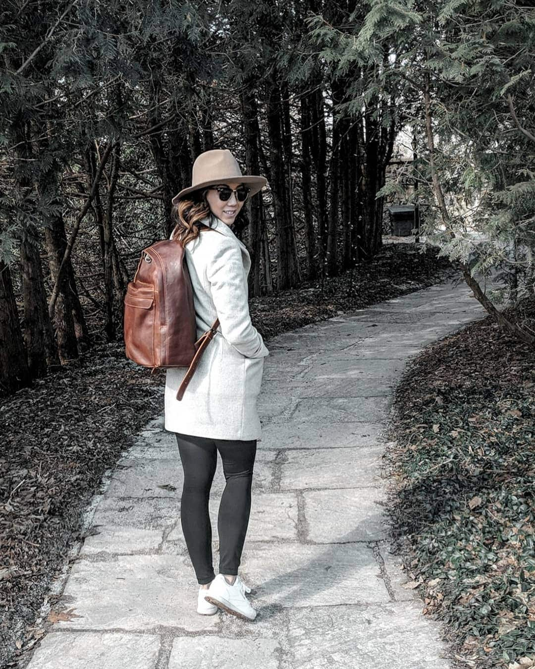 Travel style - black leggings are the perfect travel piece because they are so versatile