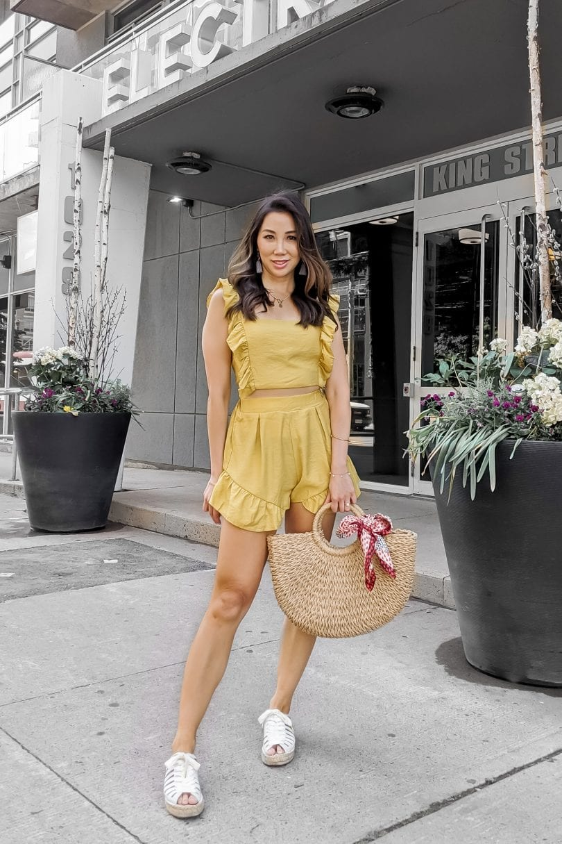 Summer outfit inspiration - ruffle shorts set for a casual summer outfit