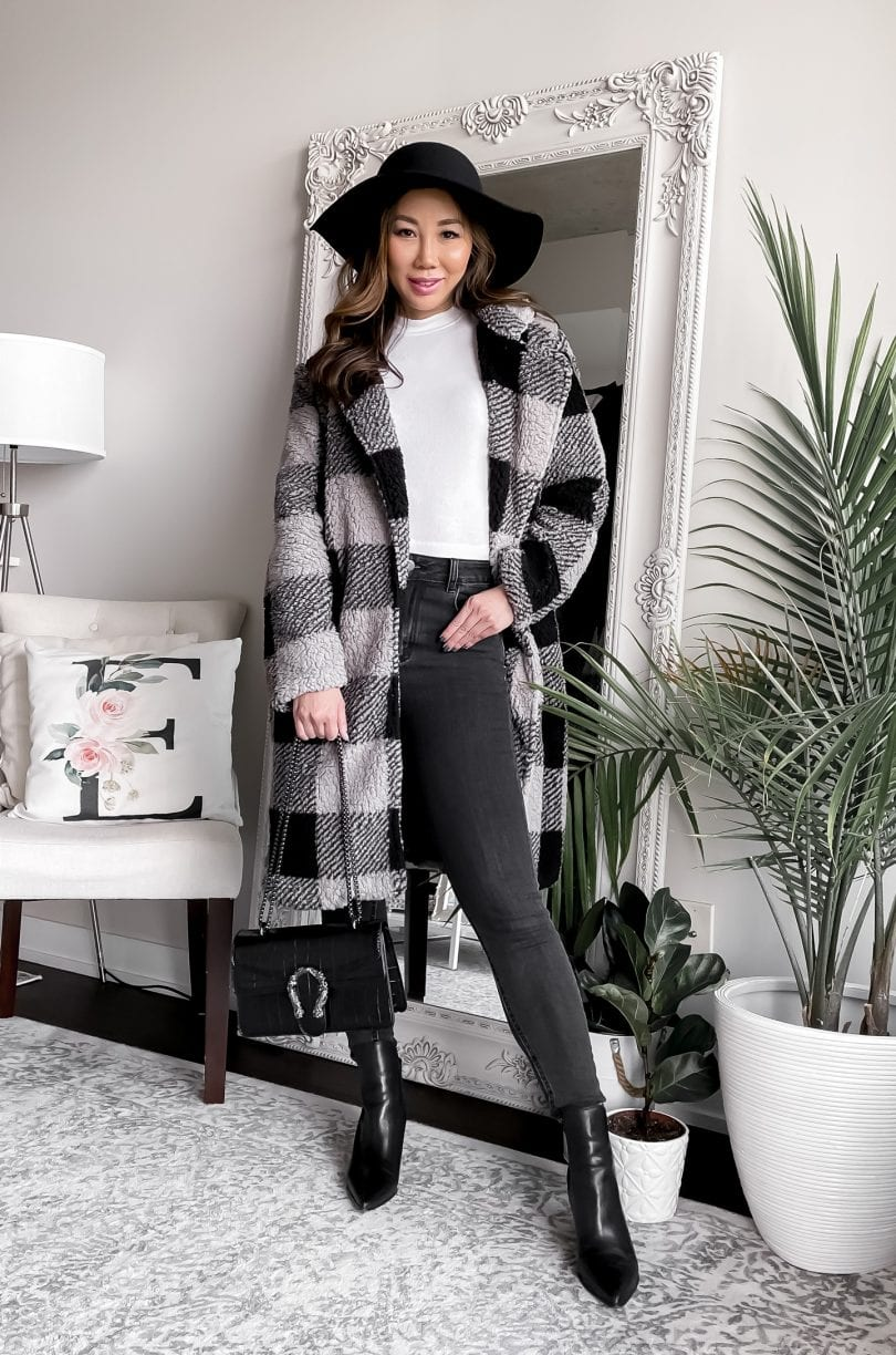 Cute fall outfit ideas for women - long checkered teddy coat and skinny jeans with floppy hat