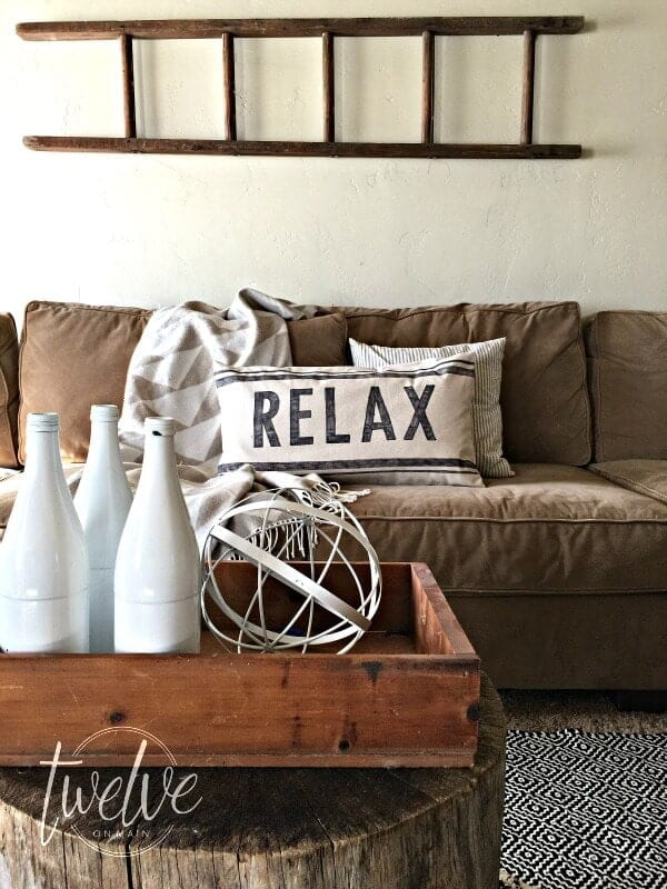 Tired of boring plain pillows? Give them an upgrade with a sharpie  stencil design. More details on yesmissy.com