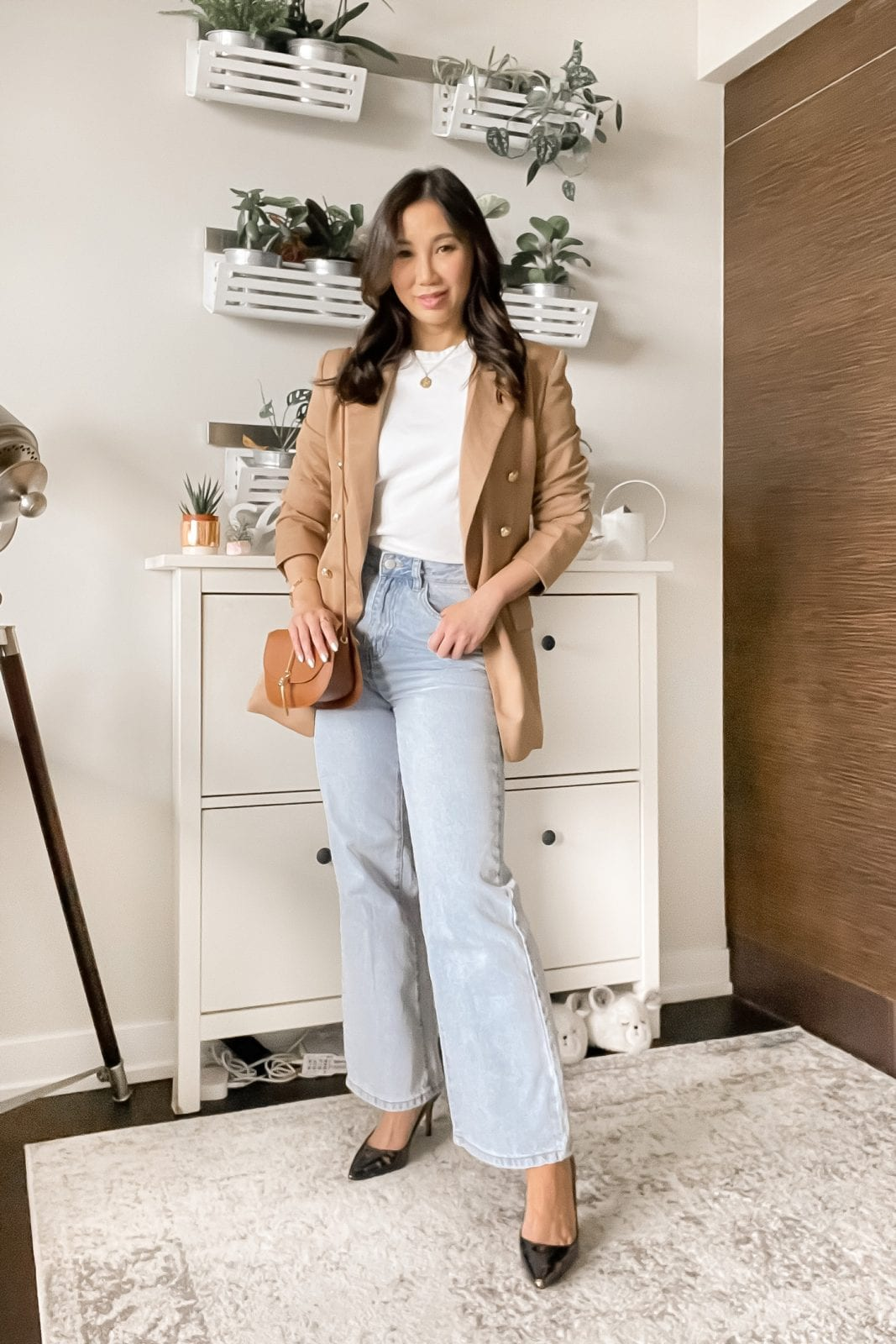 Denim Trends: wide leg jeans outfit with blazer