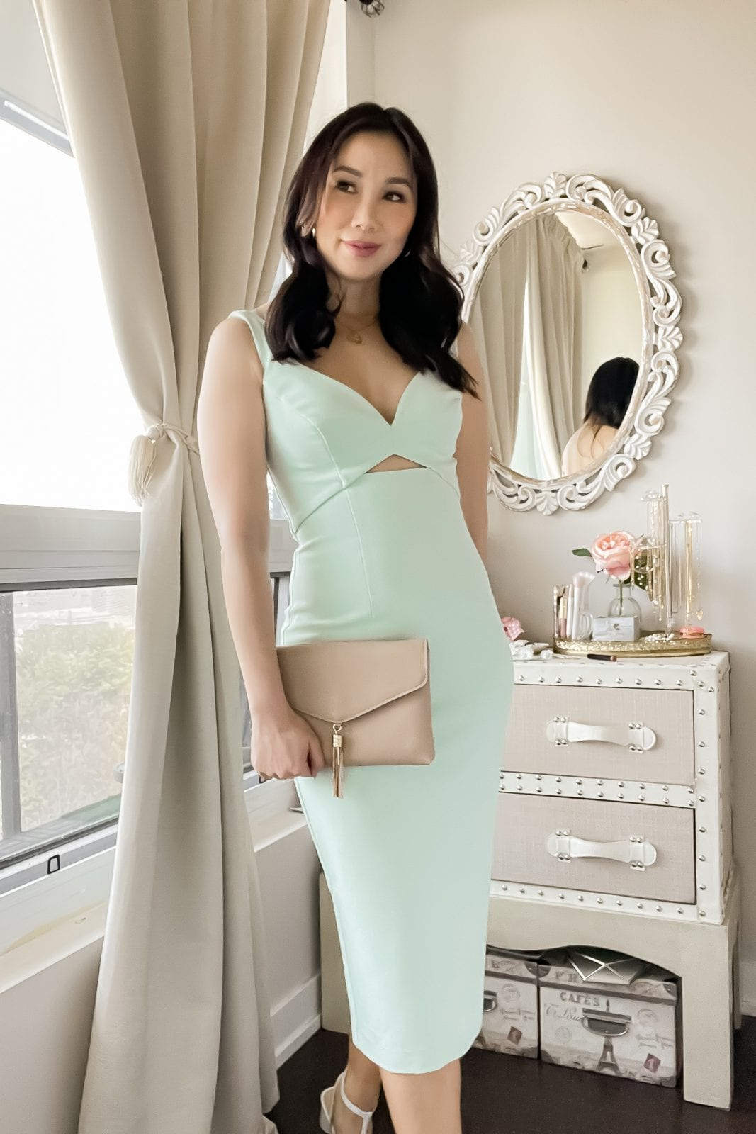 This sleek cocktail dress with cut out detail will have you looking like the best dressed guest at your next summer wedding. Check out more outfit ideas on yesmissy.com