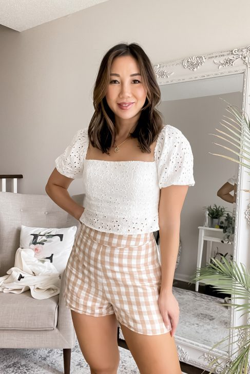 A casual outfit with 2 of my favourite summer trends: gingham print and eyelet tops! Click through for summer outfit ideas