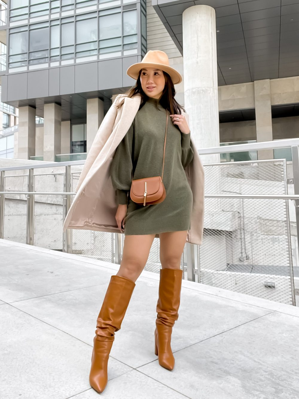 Knee high boots are a fall and winter must have! Stylish and warm they're perfect to wear with dresses and jeans alike. Find out what other essential shoes you need in your wardrobe on yesmissy.com